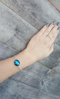 Ķēdītes aproce ar zilu slīpētu stikla pērli