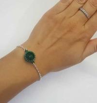 Ķēdītes aproce ar zaļu stikla kristālu