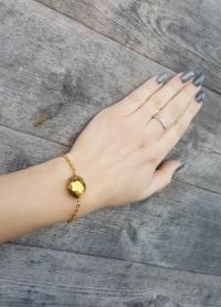 Ķēdītes aproce ar zelta krāsas slīpētu stikla pērli